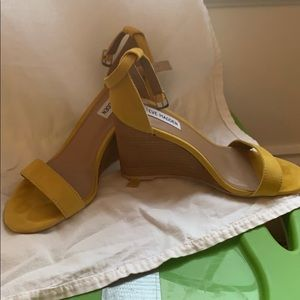 "Steve Madden ""Mary"" Yellow Wedge, size 7.5,"